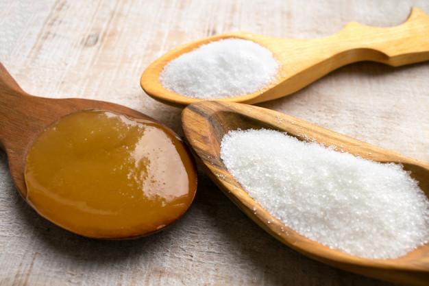 Diferença entre açúcares e adoçantes. Stévia, xilitol, sucralose, açúcar mascavo, açúcar demerara.